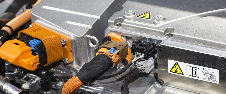 Stufe 3: Arbeiten an HV-Systemen in Serienfahrzeugen unter Spannung